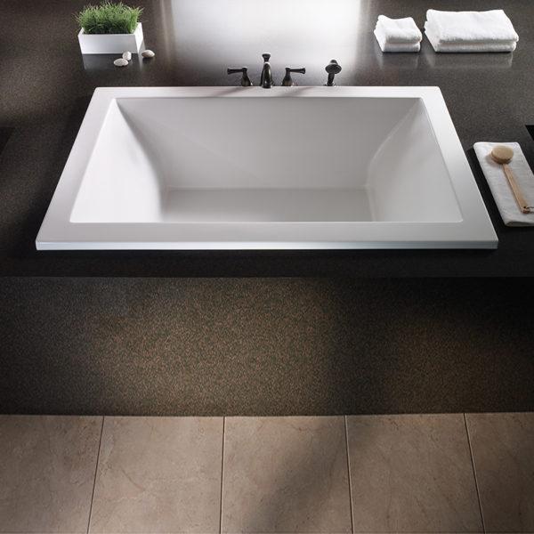Mti Andrea® 13 Roomy Rectangle Bathtub