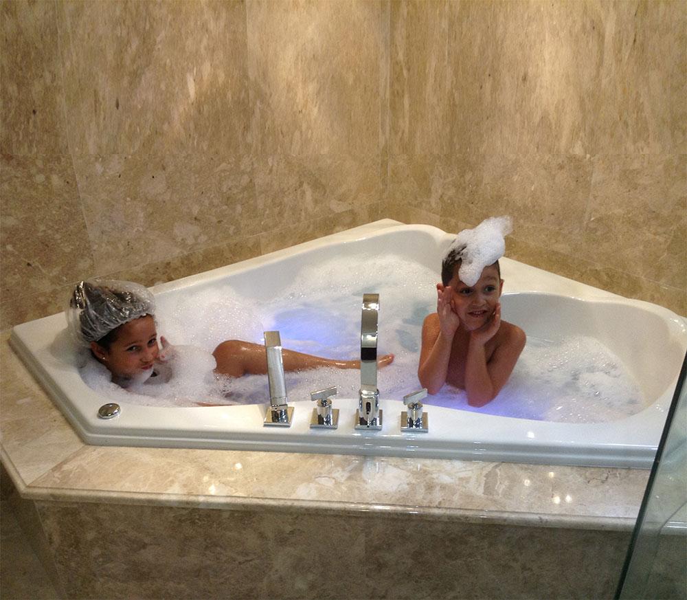 Mansfield Baywood Corner Bathtub Tubs And More